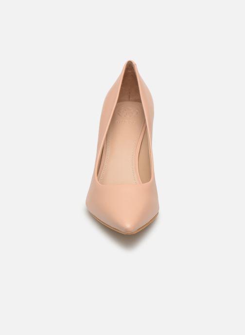 Escarpins Guess BARETT Beige vue portées chaussures