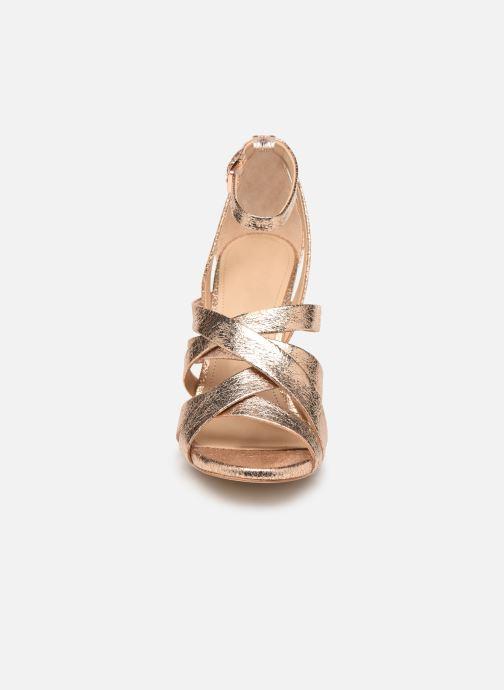 Sandalias Guess TAHSHA Oro y bronce vista del modelo