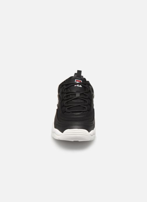 Baskets FILA Ray Low Noir vue portées chaussures