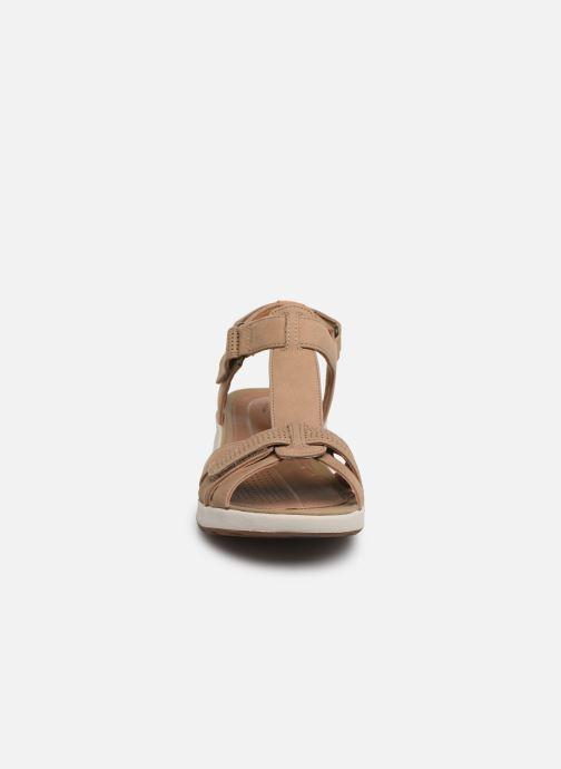 Sandales et nu-pieds Clarks Unstructured UN ADORN VIBE Beige vue portées chaussures