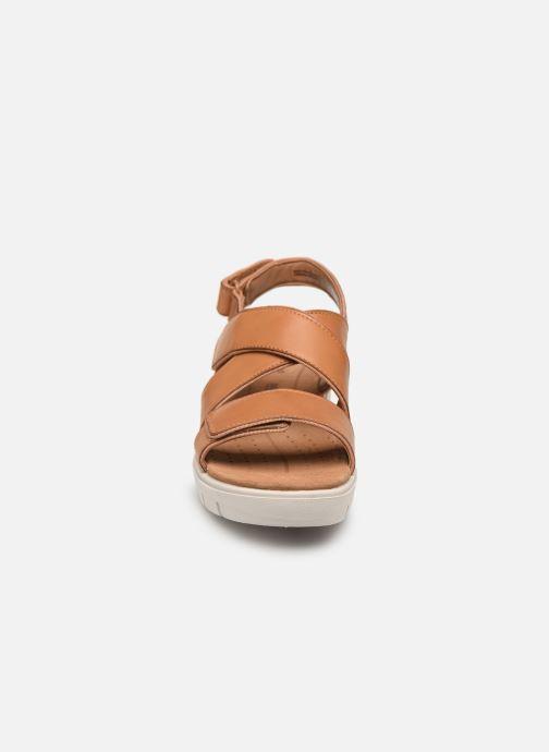 Sandales et nu-pieds Clarks Unstructured UN KARELY DEW Marron vue portées chaussures