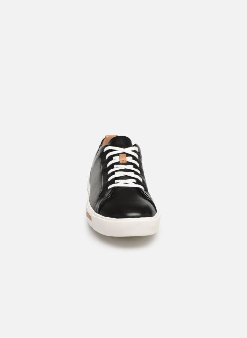Sneakers Clarks Unstructured UN MAUI LACE Nero modello indossato