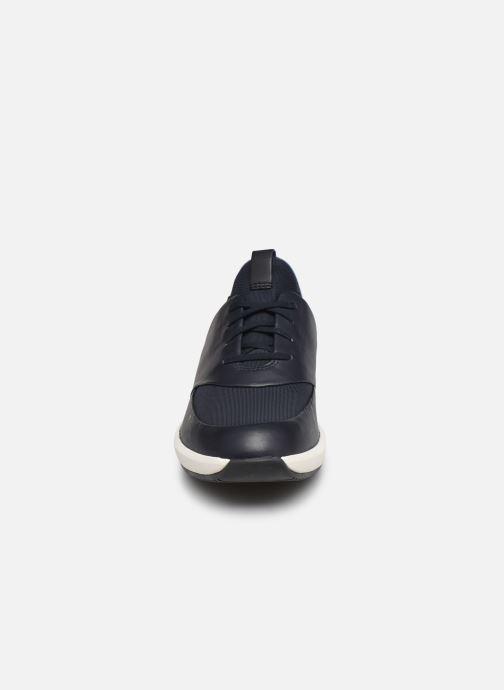 Baskets Clarks Unstructured UN RIO LACE Bleu vue portées chaussures