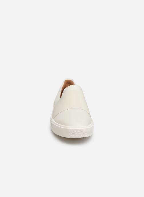 Sneakers Clarks Unstructured UN MAUI STEP Bianco modello indossato