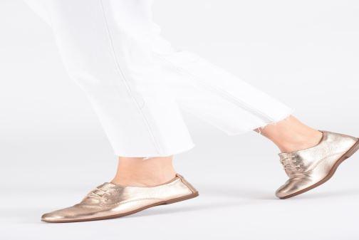 Chaussures à lacets Clarks Unstructured UN CORAI LACE Blanc vue bas / vue portée sac