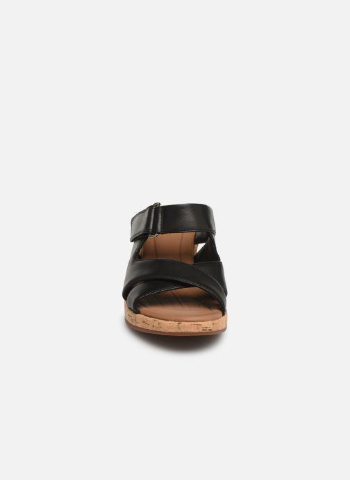 Mules et sabots Clarks Unstructured UN PLAZA SLIDE Noir vue portées chaussures