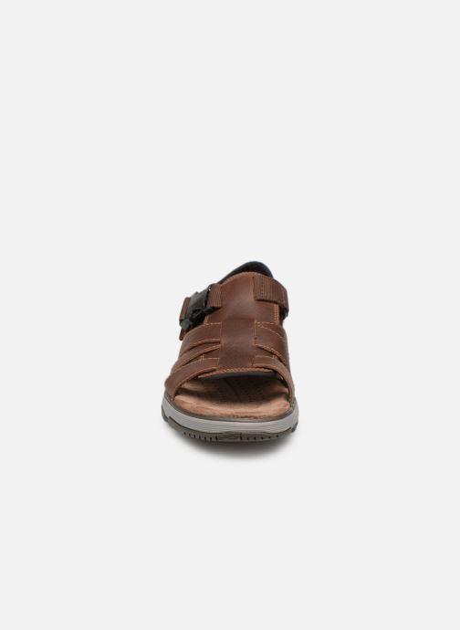 Sandales et nu-pieds Clarks Unstructured UN TREK COVE Marron vue portées chaussures