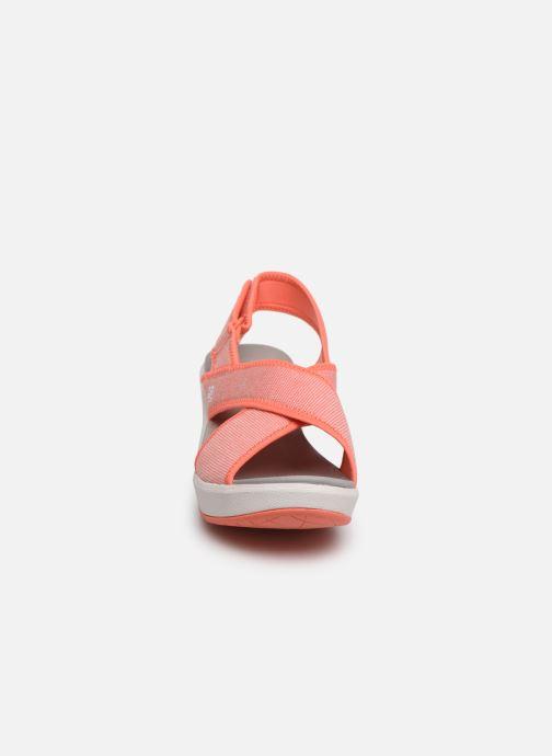 Sandali e scarpe aperte Cloudsteppers by Clarks Step Cali Cove Arancione modello indossato