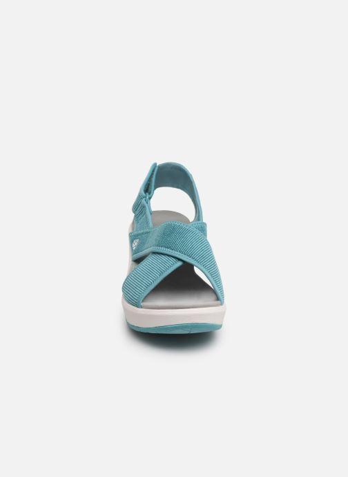 Sandali e scarpe aperte Cloudsteppers by Clarks Step Cali Cove Azzurro modello indossato