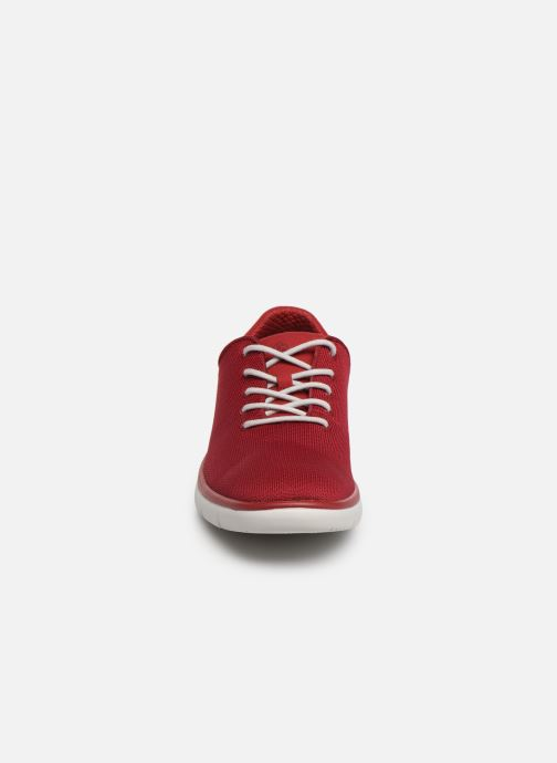 Sneakers Cloudsteppers by Clarks Tunsil Ace Rosso modello indossato