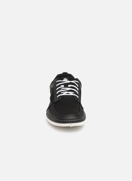 Sneakers Cloudsteppers by Clarks Step Maro Sol Nero modello indossato