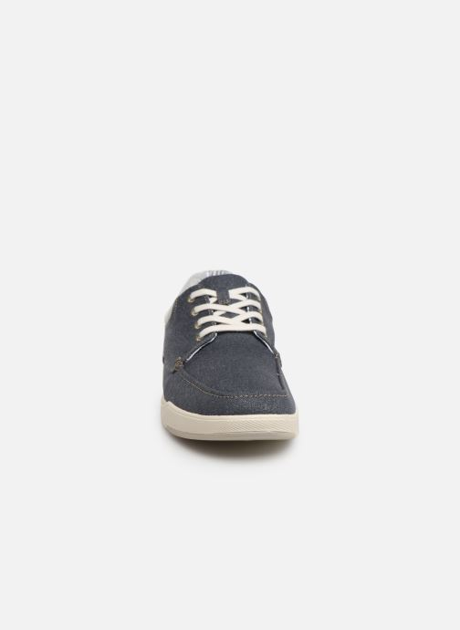 Sneakers Cloudsteppers by Clarks Step Isle Lace Azzurro modello indossato