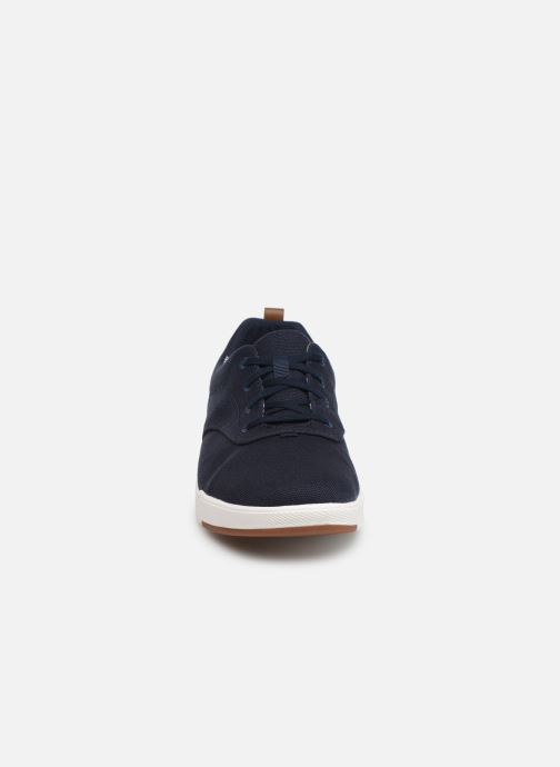 Sneakers Cloudsteppers by Clarks Step Isle Crew Azzurro modello indossato