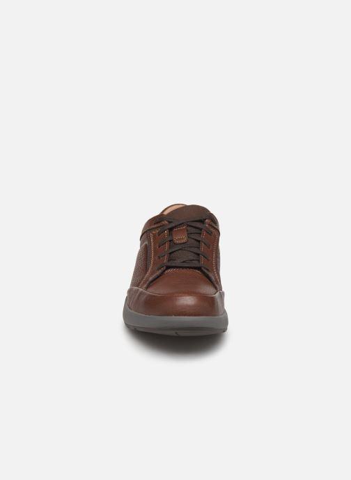 Baskets Clarks Unstructured UN TRAIL FORM Marron vue portées chaussures