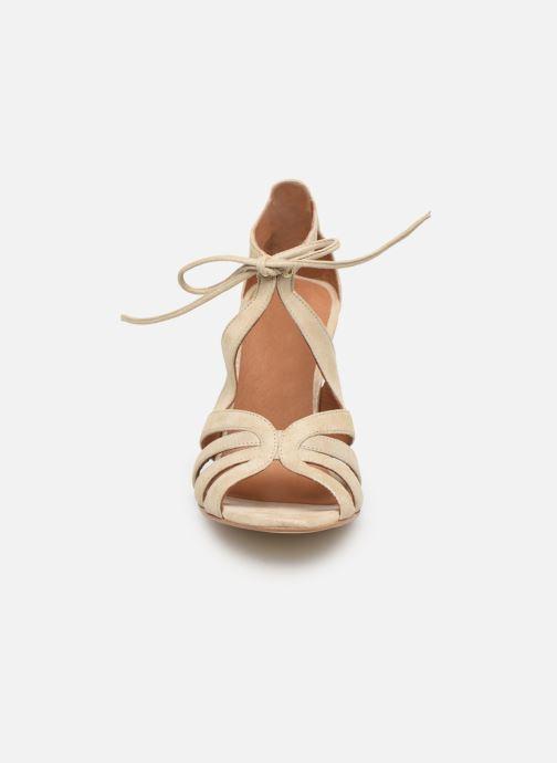 Sandali e scarpe aperte Georgia Rose Espera Oro e bronzo modello indossato