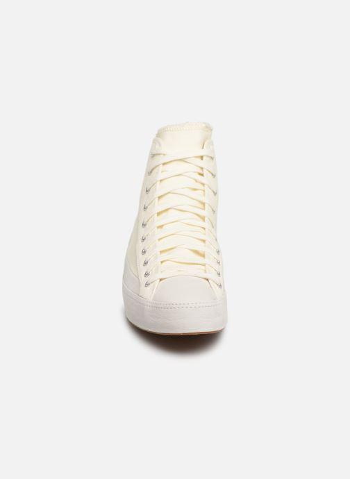 Sneakers Converse Converse Sasha Bloom in Season Foundation Hi Vit bild av skorna på