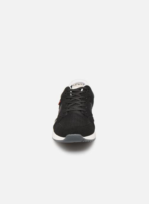 Baskets Levi's Sutter Noir vue portées chaussures