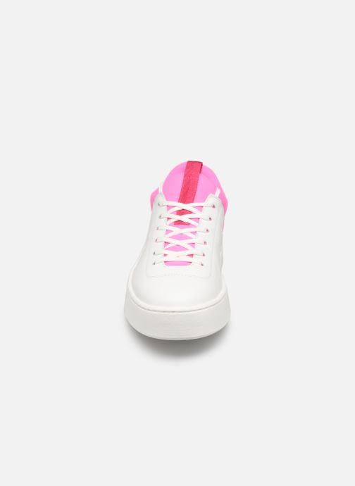 Sneakers Levi's Mullet S Bianco modello indossato