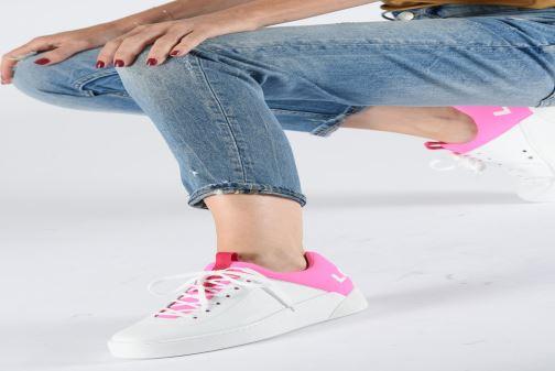 Sneaker Levi's Mullet S weiß ansicht von unten / tasche getragen