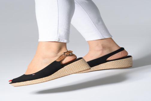 Sandales et nu-pieds Tommy Hilfiger ICONIC ELBA BASIC SLING BACK Noir vue bas / vue portée sac