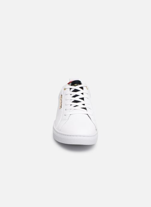 Baskets Tommy Hilfiger TOMMY CITY SNEAKER Blanc vue portées chaussures