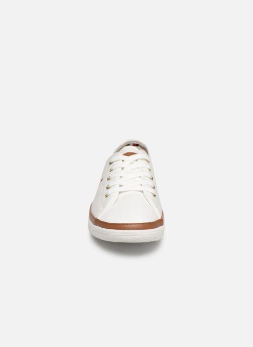 Baskets Tommy Hilfiger ICONIC KESHA SNEAKER Blanc vue portées chaussures
