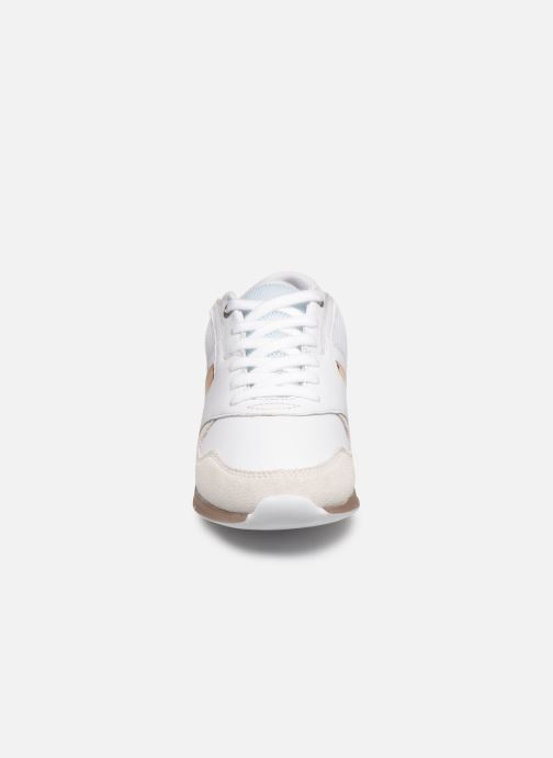 Baskets Tommy Hilfiger IRIDESCENT LIGHT SNEAKER Blanc vue portées chaussures