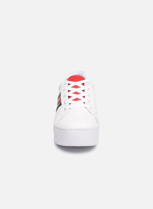 Baskets Tommy Hilfiger TOMMY JEANS ICON SNEAKER Blanc vue portées chaussures