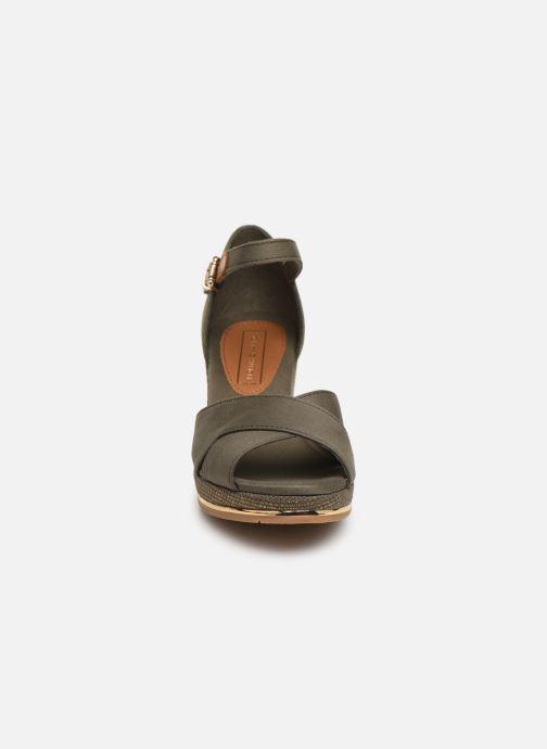 Sandali e scarpe aperte Tommy Hilfiger FEMININE MID WEDGE SANDAL BASIC Verde modello indossato