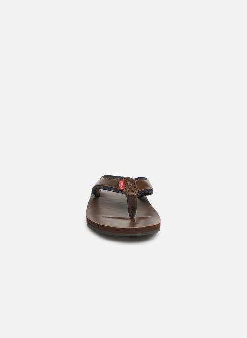 Tongs Levi's Jurupa Marron vue portées chaussures
