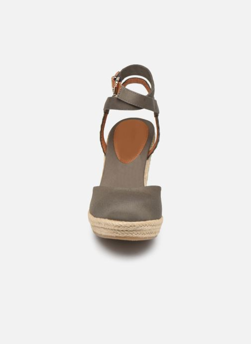 Sandali e scarpe aperte Tommy Hilfiger PRINTED CLOSED TOE WEDGE SANDAL Verde modello indossato