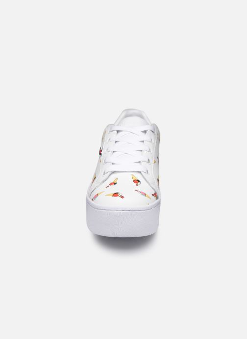 Baskets Tommy Hilfiger SEASONAL ICON SNEAKER Blanc vue portées chaussures