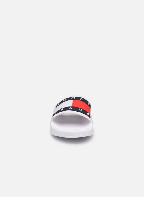 Wedges Tommy Hilfiger TOMMY JEANS FLAG POOL SLIDE Wit model
