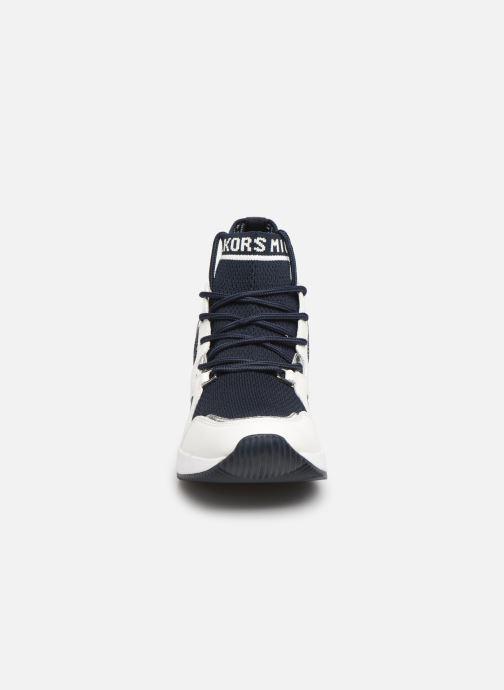 Baskets Michael Michael Kors Hilda Trainer Bleu vue portées chaussures