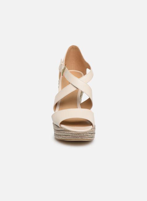 Espadrilles Michael Michael Kors Abbott Wedge Beige vue portées chaussures