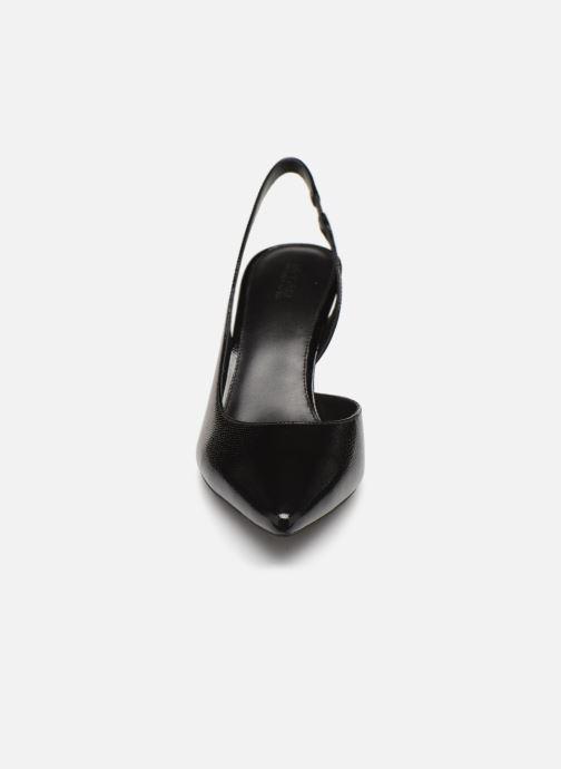 Zapatos de tacón Michael Michael Kors Lucille Flex Sling Negro vista del modelo