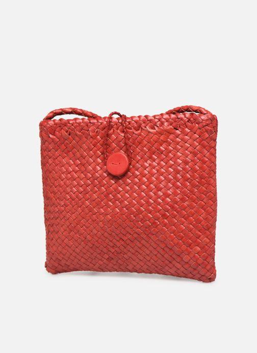 Sacs à main Dragon Diffusion B WEAVE POCHETTE SMALL Rouge vue portées chaussures