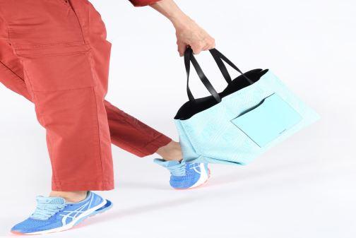 Handväskor KARL LAGERFELD KALIFORNIA SHOPPER Blå bild från under