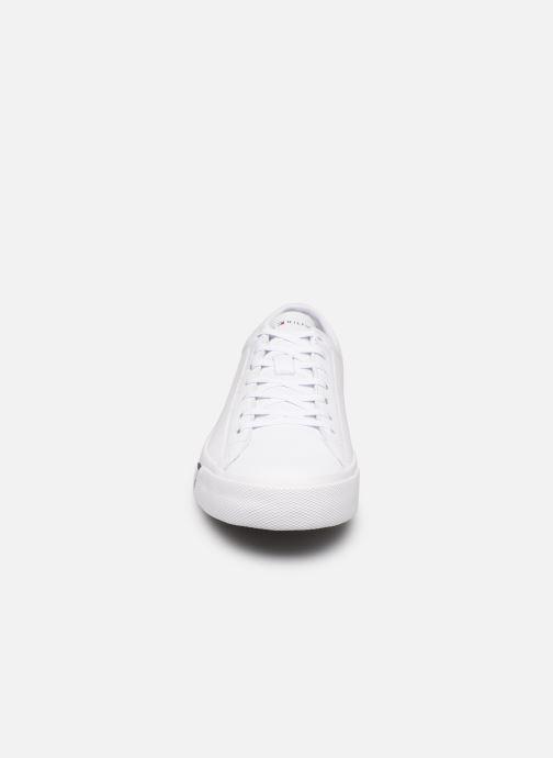 Sneaker Tommy Hilfiger CORPORATE LEATHER SNEAKER weiß schuhe getragen