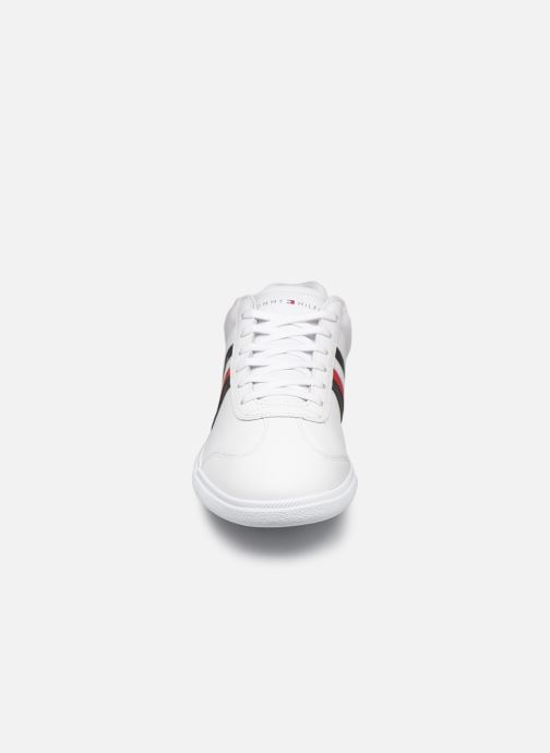 Baskets Tommy Hilfiger ESSENTIAL CORPORATE CUPSOLE Blanc vue portées chaussures