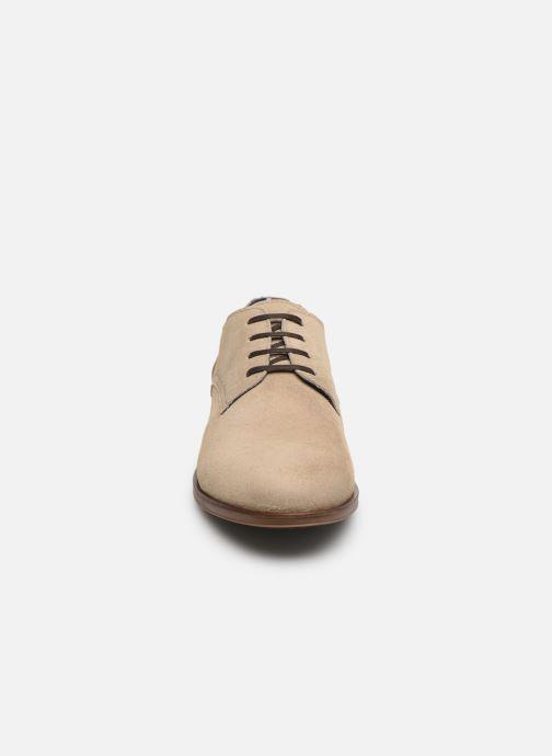 Chaussures à lacets Tommy Hilfiger DRESS CASUAL SUEDE SHOE Beige vue portées chaussures
