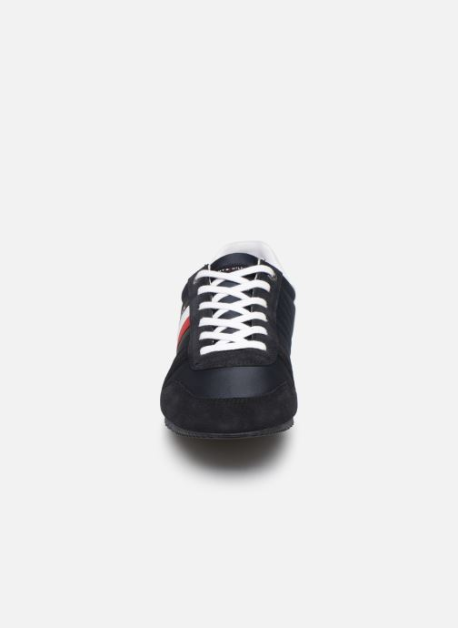 Baskets Tommy Hilfiger ESSENTIAL NYLON  RUNNER Bleu vue portées chaussures