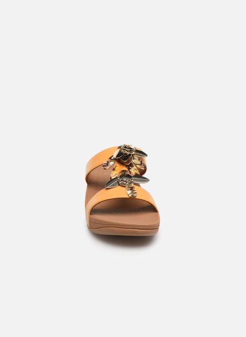 Mules et sabots FitFlop Fino Dragonfly Slide Jaune vue portées chaussures
