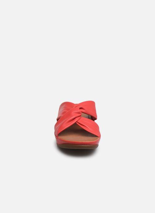 Zuecos FitFlop Twiss Slide Rojo vista del modelo