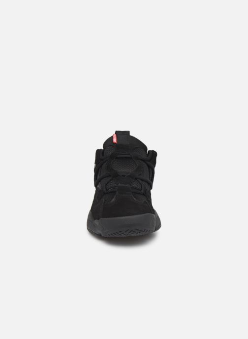 Baskets Globe Option Evo Noir vue portées chaussures