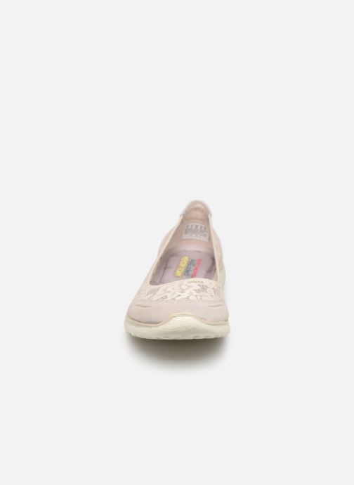 Bailarinas Skechers Microburst Blanco vista del modelo