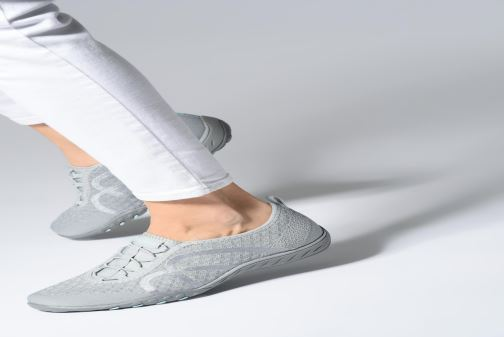 Baskets Skechers Breath-Easy Fortunekni Gris vue bas / vue portée sac