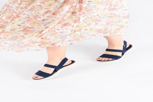 Sandalen Skechers On The Go 600 Flawless blau ansicht von unten / tasche getragen