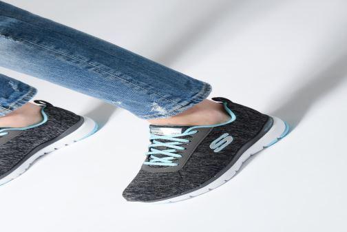 Sportschuhe Skechers Flex Appeal 3.0 Insiders grau ansicht von unten / tasche getragen