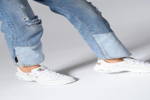 Sneaker Skechers D'Lites Bright Blossoms weiß ansicht von unten / tasche getragen